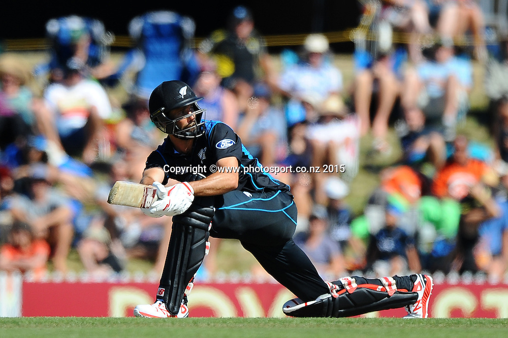Black Cap player Grant Elliott during Match 4 of the ANZ One Day International Cricket Series between New Zealand Black Caps and Sri Lanka at Saxton Oval, Nelson, New Zealand. Tuesday 20 January 2015. Copyright Photo: Chris Symes/www.Photosport.co.nz