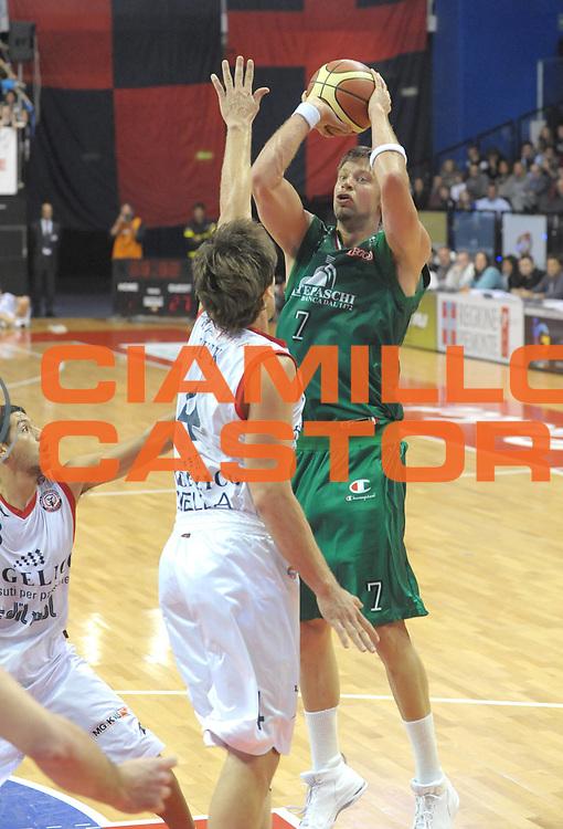DESCRIZIONE : Biella Lega A 2011-12 Angelico Biella Montepaschi Siena<br /> GIOCATORE : <br /> SQUADRA :  Montepaschi Siena<br /> EVENTO : Campionato Lega A 2011-2012 <br /> GARA : Angelico Biella  Montepaschi Siena<br /> DATA : 30/10/2011<br /> CATEGORIA : <br /> SPORT : Pallacanestro <br /> AUTORE : Agenzia Ciamillo-Castoria/ L.Goria<br /> Galleria : Lega Basket A 2011-2012  <br /> Fotonotizia : Biella Lega A 2011-12 Angelico Biella Montepaschi Siena<br /> Predefinita :