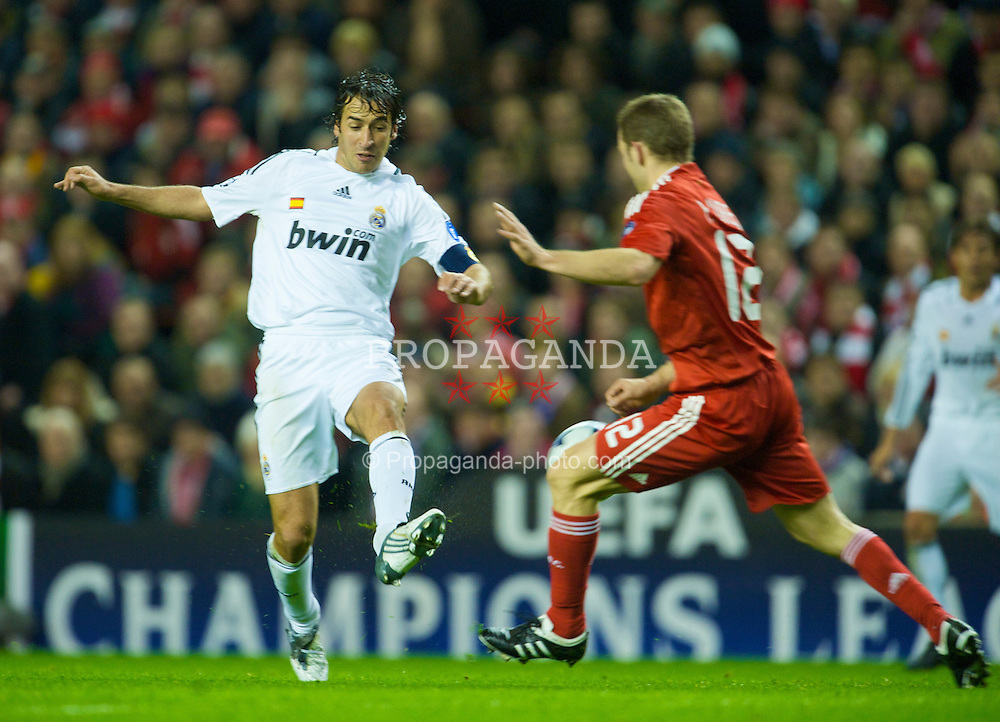 LIVERPOOL, ENGLAND - Tuesday, March 10, 2009: Real Madrid's Raul Gonzalez in action against Liverpool during the UEFA Champions League First Knockout Round 2nd Leg match at Anfield. (Photo by David Rawcliffe/Propaganda)