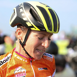 03-09-2017: Wielrennen: Boels Ladies Tour: Sittard  <br /> Annemiek van Vleuten heeft de Boels Ladies Tour op haar naam geschreven. De renster van Orica-Scott zag haar eindzege in de slotrit van Sittard naar Sittard niet meer in gevaar komen.