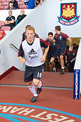 LONDON, ENGLAND - Saturday, September 19, 2009: Liverpool's Dirk Kuyt runs out to warm-up before the Premiership match against West Ham United at Upton Park. (Pic by David Rawcliffe/Propaganda)
