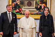22- 6-2017 ROME  Vaticaan  - Koning Willem-Alexander en Koningin Maxima Audiëntie met Zijne Heiligheid Paus Franciscus <br />    . 4 daags staatsbezoek van Koning Willem-Alexander en koningin Maxima aan de Republiek Italië en de Heilige Stoel in Vaticaanstad . COPYRIGHT ROBIN UTRECHT <br /> <br /> 22- 6-2017 ROME Vatican - King William Alexander and Queen Maxima Audience with His Holiness Pope Franciscus<br />  . 4-day state visit of King Willem-Alexander and Queen Maxima to the Republic of Italy and the Holy See in Vatican City. COPYRIGHT ROBIN UTRECHT