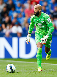 Tim Howard of Everton in action - Photo mandatory by-line: Rogan Thomson/JMP - Mobile: 07966 386802 16/08/2014 - SPORT - FOOTBALL - Leicester - King Power Stadium - Leicester City v Everton - Barclays Premier League