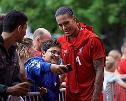 BOSTON, MASSACHUSETTS, USA - Monday, July 22, 2019: Liverpool's Virgil van Dijk with supporters after a training session at Ohiri Field near Harvard Stadium on day seven of the club's pre-season tour of America. (Pic by David Rawcliffe/Propaganda)