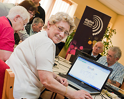 Digital Region Co-Running a series of workshops to equip the elderly with basic computer skills at Bakersfield Court sheltered housing on Longfellow Drive Rotherham - Greta Robbins..21 March 2011.Images &copy; Paul David Drabble Digital Region Co-Running a series of workshops to equip the elderly with basic computer skills at Bakersfield Court sheltered housing on Longfellow Drive Rotherham<br />
