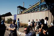 Taranto, UItalia - 27 luglio 2012. Operai dello stabilimento ILVA di Taranto hanno proclamato uno sciopero ad oltranza per protestare contro la chiusura di alcuni reparti vitali della fabbrica. Gli operai stanno bloccando le vie di accesso alla città di Taranto..Ph. Roberto Salomone Ag. Controluce.ITALY - Workers of the ILVA plant in Taranto are on strike after six departments of the factory have been shut down. The workers are blocking the main entry routes to the city of Taranto in the southern region of Puglia on July 27, 2012.