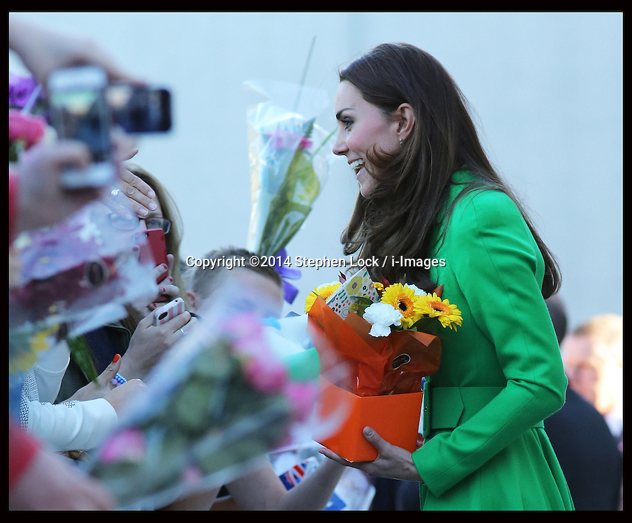 The Duchess of Cambridge greets crowds outside the  National Portrait Gallery in Canberra, Australia, Wednesday, 23rd April 2014. Picture by Stephen Lock / i-Images