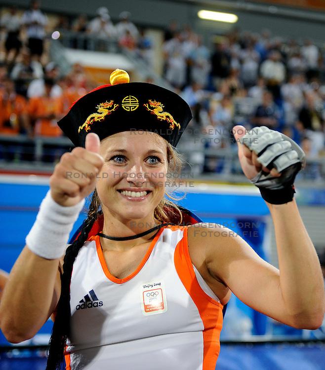 22-08-2008 HOCKEY: OLYMPISCHE SPELEN FINALE CHINA - NEDERLAND: BEIJING <br /> Nederland Olympisch kampioen - Wieke Dijkstra<br /> &copy;2008-FotoHoogendoorn.nl