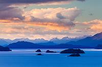 PEQUENAS ISLAS EN EL LAGO NAHUEL HUAPI AL ATARDECER, BARILOCHE, PROVINCIA DE RIO NEGRO, ARGENTINA (PHOTO © MARCO GUOLI - ALL RIGHTS RESERVED)
