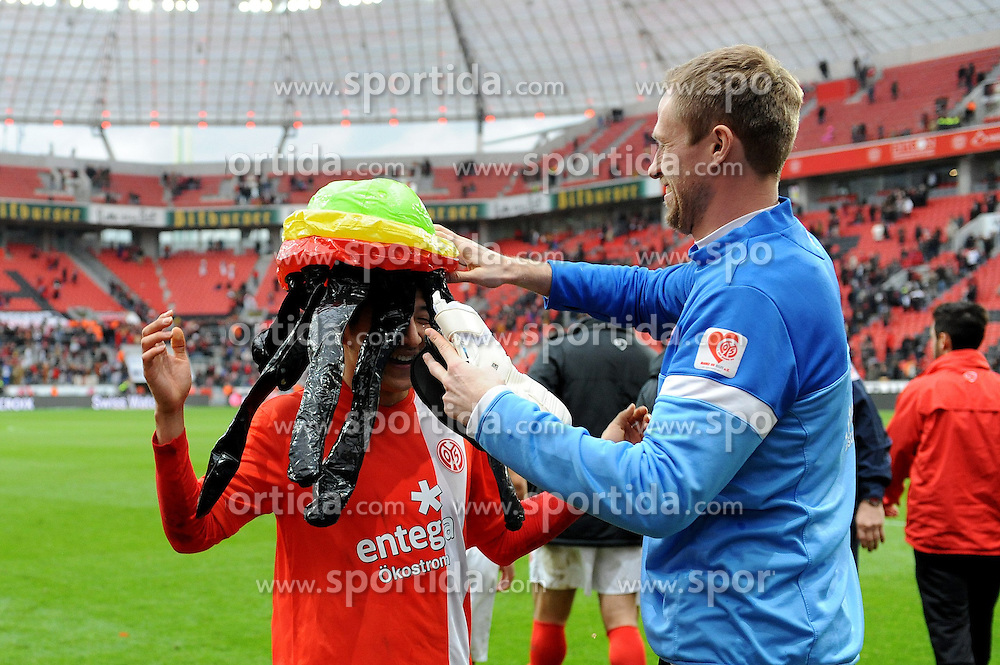 01.03.2014, BayArena, Leverkusen, GER, 1. FBL, Bayer 04 Leverkusen vs 1. FSV Mainz 05, 23. Runde, im Bild V r n l Torhueter Dario Kresic setzt Joo-Ho Park ( beide FSV Mainz 05 ) einen Karnevalshut auf // during the German Bundesliga 23th round match between Bayer 04 Leverkusen and 1. FSV Mainz 05 at the BayArena in Leverkusen, Germany on 2014/03/01. EXPA Pictures &copy; 2014, PhotoCredit: EXPA/ Eibner-Pressefoto/ Thienel<br /> <br /> *****ATTENTION - OUT of GER*****