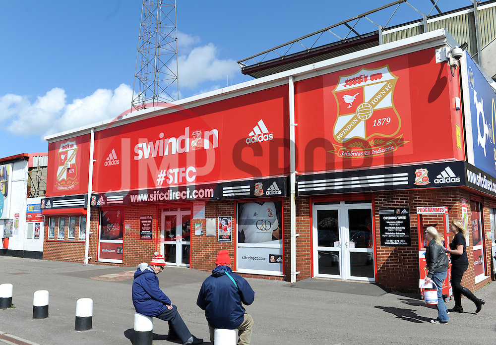 Swindon Town FC - Photo mandatory by-line: Paul Knight/JMP - Mobile: 07966 386802 - 11/04/2015 - SPORT - Football - Swindon - The County Ground - Swindon Town v Peterborough United - Sky Bet League One