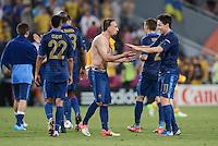 FUSSBALL  EUROPAMEISTERSCHAFT 2012   VORRUNDE Ukraine - Frankreich               15.06.2012 Gael Clichy, Franck Ribery, Samir Nasri (v.l., alle Frankreich) freuen sich nach dem Abpfiff