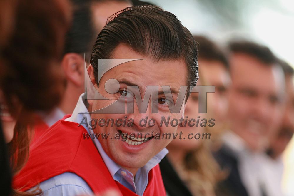 Toluca, Mex.- Enrique Pe&ntilde;a Nieto, gobernador del Estado de M&eacute;xico, durante el acto donde rindieron protesta las integrantes del consejo directivo de la Cruz Roja en Toluca. Agencia MVT / Mario Vazquez de la Torre. (DIGITAL)<br /> <br /> <br /> <br /> <br /> <br /> <br /> <br /> NO ARCHIVAR - NO ARCHIVE