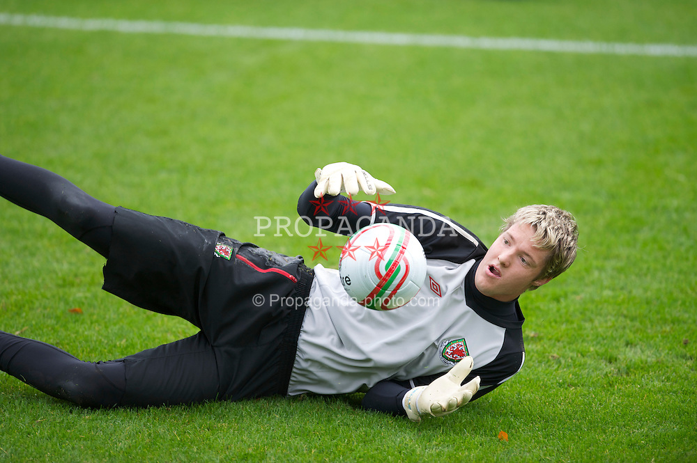 CARDIFF, WALES - Tuesday, October 5, 2010: Wales' goalkeeper Wayne Hennessey during a training session at the Vale of Glamorgan ahead of the Euro 2012 qualifying Group G match against Bulgaria. (Pic by David Rawcliffe/Propaganda)