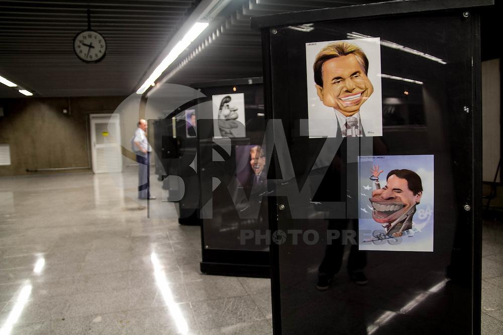 SAO PAULO, SP - 11.12.2014 - 84 VEZES SILVIO SANTOS - A Esta&ccedil;&atilde;o Rep&uacute;blica do metro recebe uma exposi&ccedil;&atilde;o de cartoons do Silvio Santos nesta quinta-feira (11). Os cartoons, de diferentes autores, expostos s&atilde;o comemorativos aos 84 anos do empres&aacute;rio e apresentador de TV e ficar&aacute; vis&iacute;vel ao p&uacute;blico durante todo o mes de Dezembro.<br /> <br /> (Foto: Fabricio Bomjardim / Brazil Photo Press)