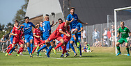 Jonas Henriksen (FC Helsingør) kaster frem frem foran John Frederiksen (Skovshoved IF) under kampen i 2. Division mellem Skovshoved IF og FC Helsingør den 3. august 2019 i Skovshoved Idrætspark (Foto: Claus Birch)