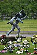 Nederland, Nijmegen, 8-5-2014Verzetsmonument, oorlogsmonument op het keizer trajanusplein. De kransen, bloemenkransen van de dodenherdenking op 4 mei zijn er nog.Foto: Flip Franssen/Hollandse Hoogte