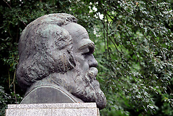 UK ENGLAND LONDON 26SEP05 - Bust of Karl Marx above his grave, with his world-famous slogan 'Workers of all Lands Unite' at Highgate cemetery east, old London burial ground...jre/Photo by Jiri Rezac..© Jiri Rezac 2005..Contact: +44 (0) 7050 110 417.Mobile:  +44 (0) 7801 337 683.Office:  +44 (0) 20 8968 9635..Email:   jiri@jirirezac.com.Web:     www.jirirezac.com..© All images Jiri Rezac 2005 - All rights reserved.