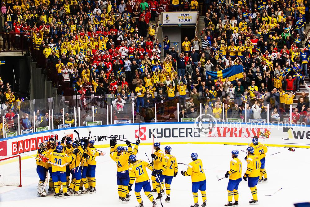 140104 Ishockey, JVM, Semifinal,  Sverige - Ryssland<br /> Icehockey, Junior World Cup, SF, Sweden - Russia.<br /> Team Sweden and the Swedish fans celebrates the victory.<br /> Det Svenska laget firar segern tillsammans med publiken.<br /> Endast f&ouml;r redaktionellt bruk.<br /> Editorial use only.<br /> &copy; Daniel Malmberg/Jkpg sports photo