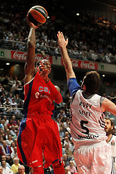 20.03.2014, Palacio de los Deportes, Madrid, ESP, Basketball EL, Real Madrid vs CSKA Moskau, Gruppe F, im Bild Real Madrid's Rudy Fernandez (r) and CSKA Moscow's Sonny Weems // Real Madrid's Rudy Fernandez (r) and CSKA Moscow's Sonny Weems during the group F Basketball Euroleague between Real Madrid and CSKA Moscow at the Palacio de los Deportes in Madrid, Spain on 2014/03/20. EXPA Pictures © 2014, PhotoCredit: EXPA/ Alterphotos/ Acero<br /> <br /> *****ATTENTION - OUT of ESP, SUI*****