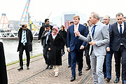 Tweede dag van het staatsbezoek van de Singaporese president. Koning Willem-Alexander en president Halimah Yacob van Singapore bezoeken de RDM Campus in de haven van Rotterdam<br /> <br /> Second day of the state visit by the Singaporean President. King Willem-Alexander and President Halimah Yacob of Singapore visit the RDM Campus in the port of Rotterdam