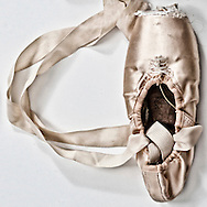 Love written with pointe ballet shoes.