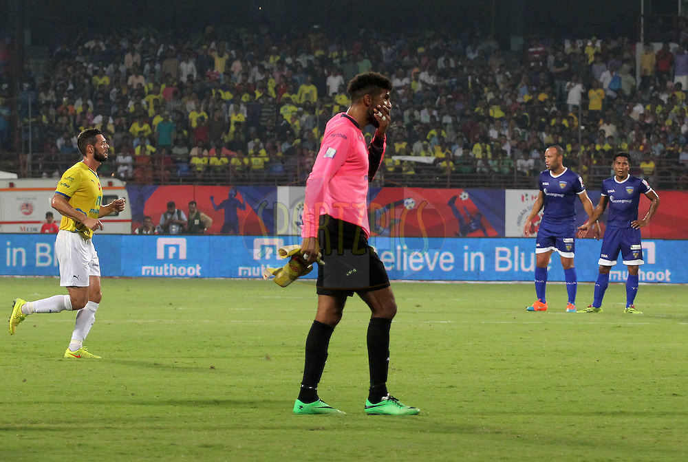 David James of Kerala Blasters FC walks back after being injured during match 45 of the Hero Indian Super League between Kerala Blasters FC and Chennaiyin FC held at the Jawaharlal Nehru Stadium, Kochi, India on the 30th November.<br /> <br /> Photo by:  Vipin Pawar/ ISL/ SPORTZPICS