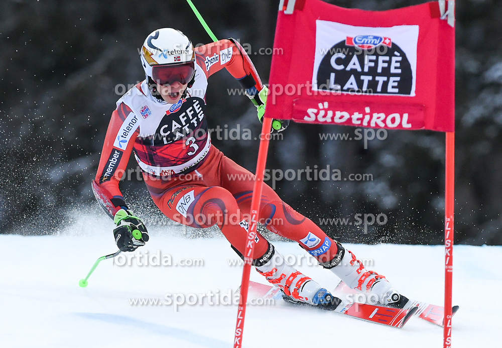 17.12.2017, Grand Risa, La Villa, ITA, FIS Weltcup Ski Alpin, Alta Badia, Riesenslalom, Herren, 1. Lauf, im Bild Henrik Kristoffersen (NOR) // Henrik Kristoffersen of Norway in action during his 1st run of men's Giant Slalom of FIS ski alpine world cup at the Grand Risa in La Villa, Italy on 2017/12/17. EXPA Pictures © 2017, PhotoCredit: EXPA/ Erich Spiess