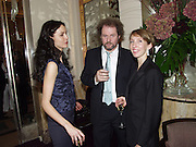 Saffron Burrows, Mike Figgis and Sam Taylor Wood, David Bailey dinner hosted by Lucy Yeomans at Gordon Ramsay at Claridge's. 12 November 2001. © Copyright Photograph by Dafydd Jones 66 Stockwell Park Rd. London SW9 0DA Tel 020 7733 0108 www.dafjones.com