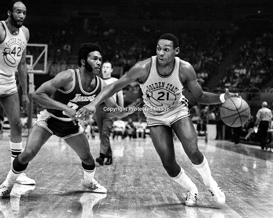 Golden State Warrior #21 Ron Wiliams against the Los Angeles Lakers. (1972 photo/Ron Riesterer)