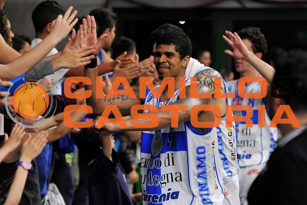 DESCRIZIONE : Campionato 2014/15 Dinamo Banco di Sardegna Sassari - Umana Reyer Venezia<br /> GIOCATORE : Edgar Sosa<br /> CATEGORIA : Post Game Postgame Esultanza Tifosi Pubblico<br /> SQUADRA : Dinamo Banco di Sardegna Sassari<br /> EVENTO : LegaBasket Serie A Beko 2014/2015<br /> GARA : Dinamo Banco di Sardegna Sassari - Umana Reyer Venezia<br /> DATA : 03/05/2015<br /> SPORT : Pallacanestro <br /> AUTORE : Agenzia Ciamillo-Castoria/C.Atzori