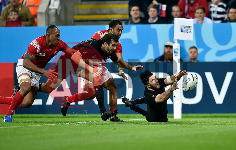Nehe Milner-Skudder of New Zealand gathers the ball to score a try in the second half - Mandatory byline: Patrick Khachfe/JMP - 07966 386802 - 09/10/2015 - RUGBY UNION - St James' Park - Newcastle, England - New Zealand v Tonga - Rugby World Cup 2015 Pool C.