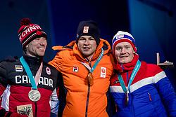 12-02-2018: Olympische Spelen: Dag 3: Pyeongchang<br /> Sven Kramer krijgt de gouden medaille op Medal Plaza voor zijn winnende rit op de 5000 meter schaatsen tijdens de Olympische Winterspelen van Pyeongchang. Ted Bloemen CAN het zilver en de Noor Sverre Lunde Pedersen het brons
