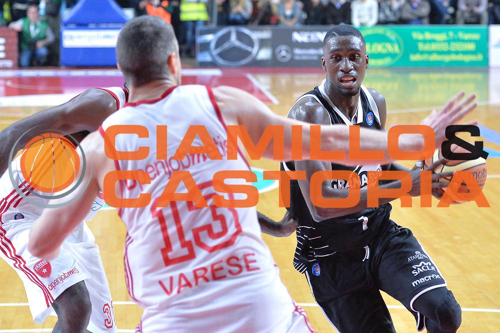 DESCRIZIONE : Varese Lega A 2014-15 Openjobmetis Varese vs Granarolo Bologna<br /> GIOCATORE : White Okaro<br /> CATEGORIA : Palleggio<br /> SQUADRA : Granarolo Bologna<br /> EVENTO : Campionato Lega A 2014-2015 GARA : Openjobmetis Varese vs Granarolo Bologna<br /> DATA : 14/12/2014 <br /> SPORT : Pallacanestro <br /> AUTORE : Agenzia Ciamillo-Castoria/I.mancini<br /> Galleria : Lega Basket A 2014-2015 <br /> Fotonotizia : Openjobmetis Varese Lega A 2014-15 Openjobmetis Varese vs Granarolo Bologna<br /> Predefinita :