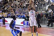 DESCRIZIONE : Roma Lega serie A 2013/14 Acea Virtus Roma Banco Di Sardegna Sassari<br /> GIOCATORE : Hosley Quinton<br /> CATEGORIA : tiro tre punti<br /> SQUADRA : Acea Virtus Roma<br /> EVENTO : Campionato Lega Serie A 2013-2014<br /> GARA : Acea Virtus Roma Banco Di Sardegna Sassari<br /> DATA : 22/12/2013<br /> SPORT : Pallacanestro<br /> AUTORE : Agenzia Ciamillo-Castoria/ManoloGreco<br /> Galleria : Lega Seria A 2013-2014<br /> Fotonotizia : Roma Lega serie A 2013/14 Acea Virtus Roma Banco Di Sardegna Sassari<br /> Predefinita :