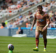 Danny Brough of Huddersfield Giants line up the goal kick during the Betfred Super League match at the Dacia Magic Weekend, St. James's Park, Newcastle<br /> Picture by Stephen Gaunt/Focus Images Ltd +447904 833202<br /> 20/05/2018