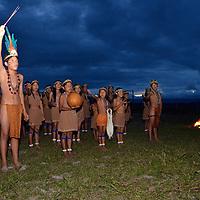 Niños Pemon de la comunidad de Kamarata cantando. Edo. Bolivar. Venezuela. Pemon children singing of Kamarata community. Edo. Bolivar. Febrero 24, 2013. Jimmy Villalta.