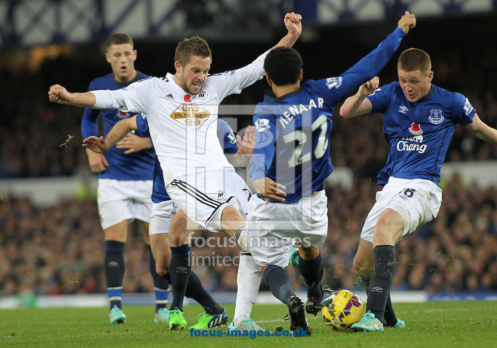 Steven Pienaar and James McCarthy of Everton block the shot of Gylfi Sigurosson of Swansea City during the Barclays Premier League match at Goodison Park, Liverpool.<br /> Picture by Michael Sedgwick/Focus Images Ltd +44 7900 363072<br /> 01/11/2014