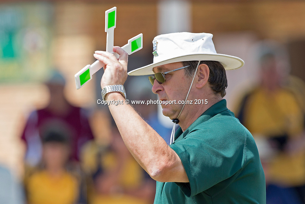 An official indicates the score during the National Open Bowls Championship 2014, Browns Bay Auckland, New Zealand, Sunday, January 04, 2015. Photo: David Rowland/www.photosport.co.nz
