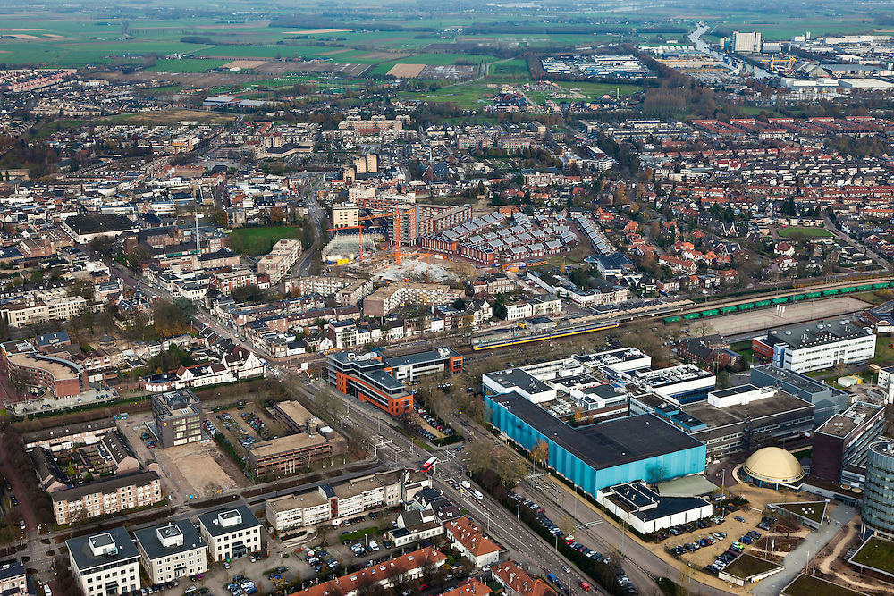 Nederland, Brabant, Oss, 15-11-2010. Industrieterrein Moleneind met industrie van .farmacieconcern  MSD (farmaconcern Merck), voorheen Organon..Industrial estate with production plant pharmaceutical company Merck (MSD).luchtfoto (toeslag), aerial photo (additional fee required).foto/photo Siebe Swart