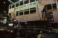 Hong Kong. tramways garage        / atelier díentretien des tramways     peinture sur tramway  repar , garage /  (wharf holding)  / R00092/59    L940323a  /  P0001859