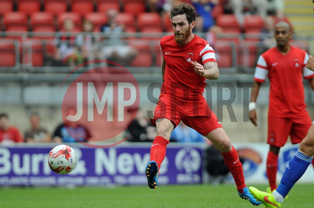 Leyton Orient's Romain Vincelot shoots at goal - photo mandatory by-line David Purday JMP- Tel: Mobile 07966 386802 02/08/14 - Leyton Orient v Ipswich Town - SPORT - FOOTBALL - Pre season - London -  Matchroom Stadium