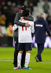 LONDON, ENGLAND - Wednesday, January 29, 2020: Liverpool's manager Jürgen Klopp embraces goal-scorer Mohamed Salah after the FA Premier League match between West Ham United FC and Liverpool FC at the London Stadium. Liverpool won 2-0.  (Pic by David Rawcliffe/Propaganda)