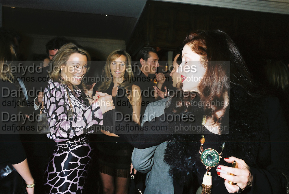 Grainne Lowker, Grace Ricci and Stephanie Morrel. Candace Bushnell book party. Harington's. London. 1 February 2001. © Copyright Photograph by Dafydd Jones 66 Stockwell Park Rd. London SW9 0DA Tel 020 7733 0108 www.dafjones.com