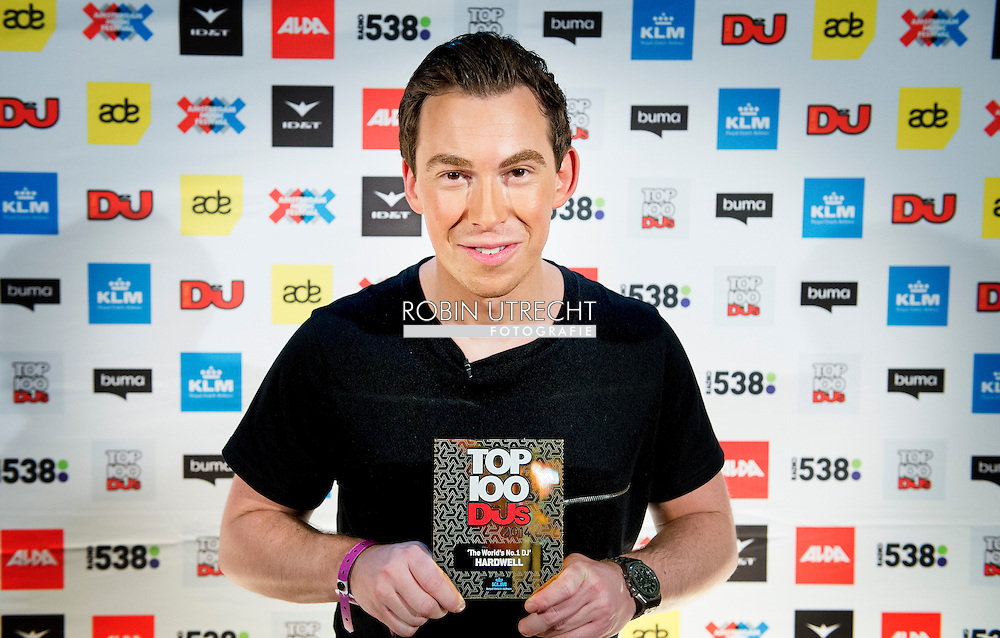AMSTERDAM - Hardwell again number one DJ, Hardwell is again voted the most popular DJ in the world. The Breda got this title Saturday awarded at a big party in the Amsterdam ArenA around the DJ Top 100 COPYRIGHT ROBIN UTRECHT