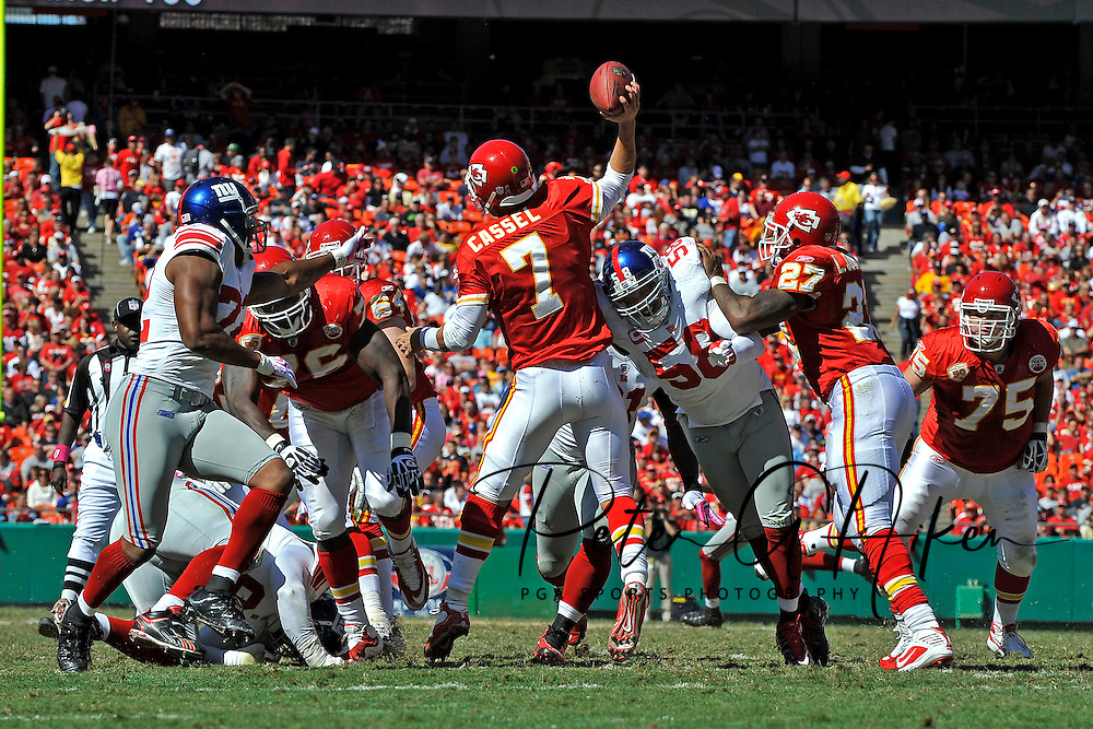 October 4, 2009:  Quarterback Matt Cassel #7 of the Kansas City Chiefs gets pressured by linebacker Antonio Pierce #58 of the New York Giants, as he tries to get off a pass during the third quarter at Arrowhead Stadium in Kansas City, Missouri.  The Giants defeated the Chiefs 27-16...