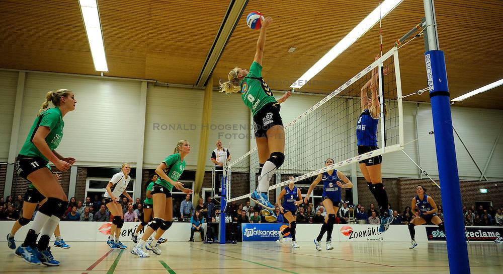 27-10-2012 VOLLEYBAL: VV ALTERNO - SLIEDRECHT SPORT: APELDOORN<br /> Sliedrecht Sport wint met 3-1 van Alterno / Janine Dullaert<br /> &copy;2012-FotoHoogendoorn.nl