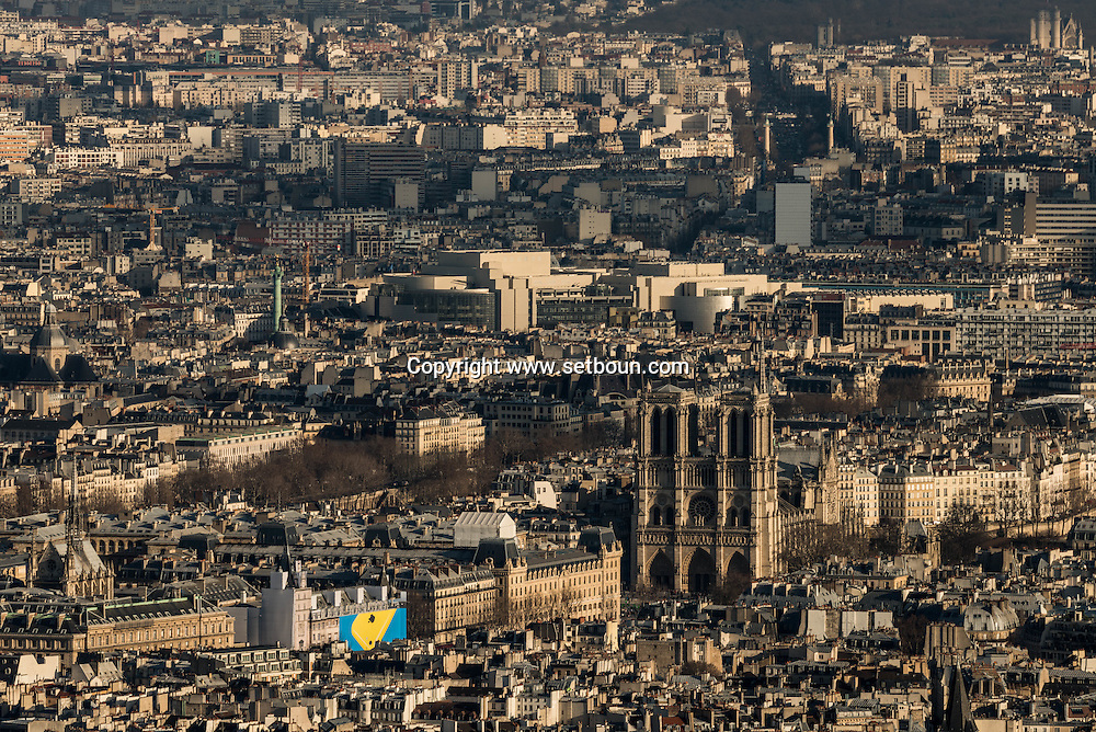 France. Paris. 7th district.  Notre Dame cathedral and Paris cityscape . Paris vue d'en haut, la cathedrale Notre Dame