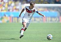 FUSSBALL WM 2014                VIERTELFINALE Frankreich - Deutschland           04.07.2014 Philipp Lahm (Deutschland) am Ball