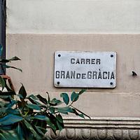 Letrero de la calle Gran de Gracia (Gran de Gràcia) en Barcelona, España. Gran de Gràcia sign in Barcelona, Spain.